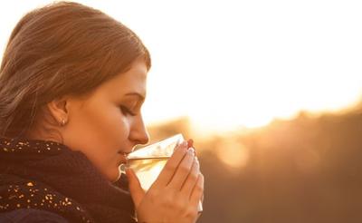 Mau Diet yang Mudah Tapi Ampuh? Pakai Air Putih Hangat Saja! Penasaran?