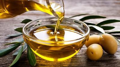 Atasi Mata Pandamu dengan Wardah Pure Olive Oil!