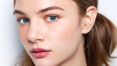 Cepat dan Praktis, Ini 2 Natural Make Up Look yang Bisa Diciptakan Dalam 5 Menit Saja!