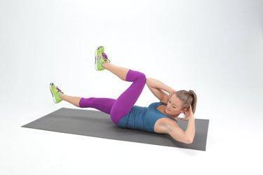 Cukup 10 Menit! Lakukan Olahraga Sebelum Tidur Ini untuk Dapatkan Perut Rata!