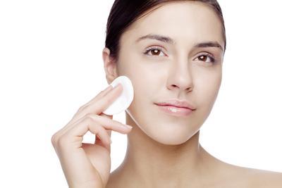 1. Deep Cleansing untuk Kecilkan Pori-Pori