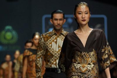 Bangga, Ini 5 Desainer Indonesia yang Karya Batiknya Go International!