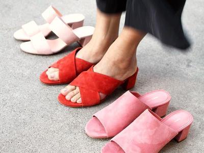 Untuk Liburan atau Bekerja, Ini 5 Jenis Inspirasi Gaya dengan Mule Sandal
