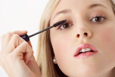 Ladies, Ini Dia Cara Make Up yang Tepat Untuk Pergi ke Kantor