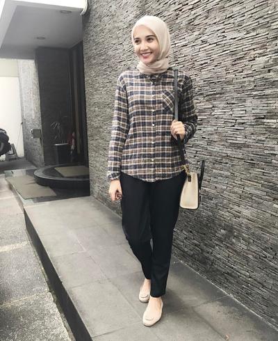 Yuk Intip Padu Padan Gaya Hijab Kasual Dengan Kemeja Kekinian Yang