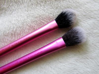 Traveling Cantik dengan Highlighter Brush yang Multifungsi dan Mudah Dibawa Ini!
