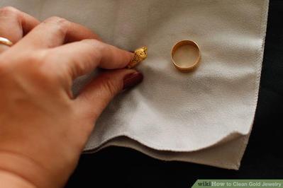 Ingin Membersihkan Perhiasan Emasmu yang Kotor? Pakai Bahan Ini Saja, Ladies!