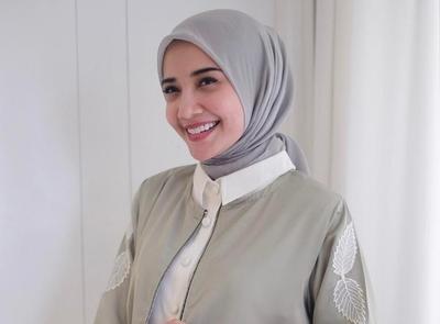Agar Tak Bosan, Tiru Gaya Hijab ke Kantor yang Cocok untuk Tubuh Kurus Ala Selebriti!