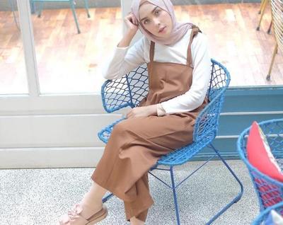 Hijabers, Intip Padu Padan Stylish dengan Overall Hijab yang Kembali Hits di 2017 Ini!