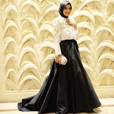 Memukau, Kamu Bisa Tampil Modis dengan Gaya Hijab Kondangan Ala Laudya Cynthia Bella Ini!