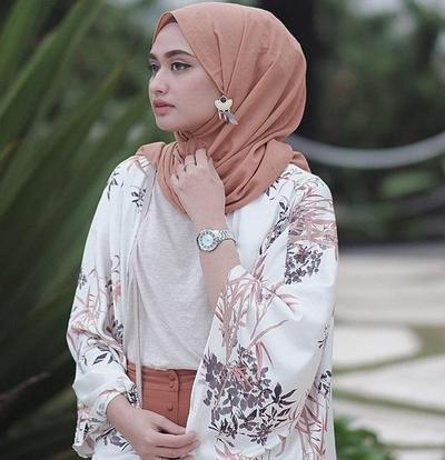 Ikuti Yuk 5 Tutorial Hijab Pashmina Katun Ini, Agar Look Kamu Tampak Elegan!