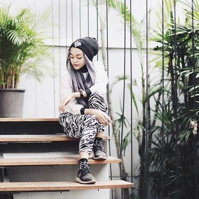 5 Gaya Padu Padan Hijab Dengan Topi Untuk Tampilan Yang Unik Dan