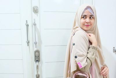 5 Tutorial Hijab Syar i Mudah dan Cepat Untuk Wajah Bulat  aaeac07ef7