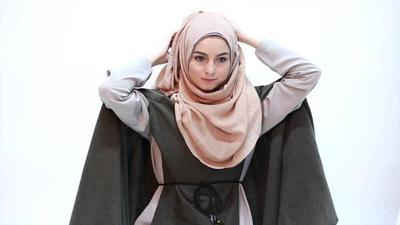 Mau Terlihat Tirus Menggunakan Hijab? Yuk, Ikuti Tutorial untuk Wajah Bulat Ini