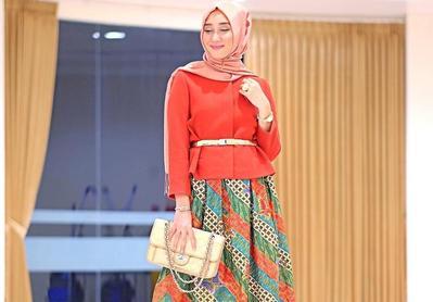 Inspirasi Batik Hijab Cantik Kekinian untuk Pilihan Outfit Kondangan