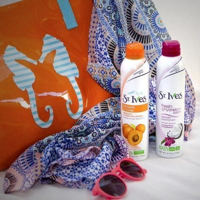 St Ives Smooth dan Glow Apricot Fresh Hydration Lotion