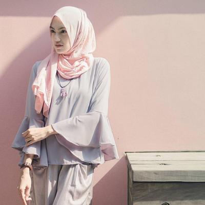 Padu Padan Hijab Warna Peach Ini Dijamin Bikin Kamu Semakin Menarik