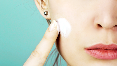 Wajib Simak, Cara Pakai Ulang Sunscreen Tanpa Merusak Makeup