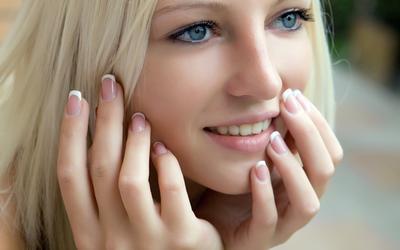 Manfaat Serum Wajah untuk Kulit Berjerawat dengan Kandungan Vitamin C
