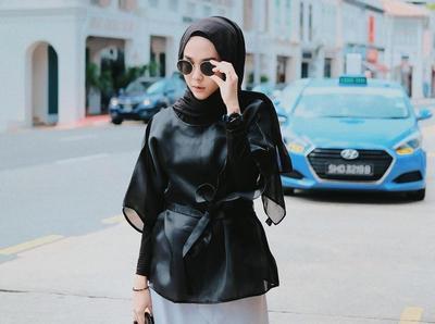 Saatnya Tampil Beda Dengan Padu Padan Hijab Warna Hitam Ala