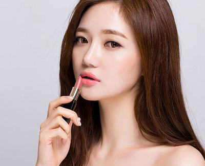 Rekomendasi Lipstick Warna Peach Milik Lokal yang Bisa Membuat Kamu Pede Memakainya!