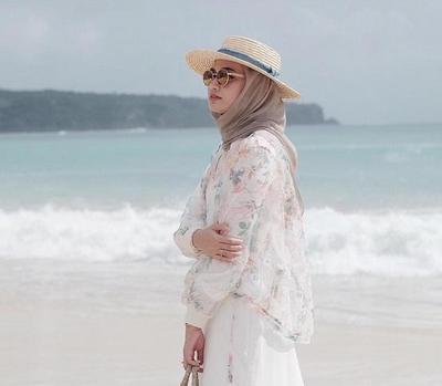 Mau Liburan Contek Nih Gaya Hijab Ke Pantai Ala Selebgram Yang