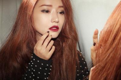 Jangan Asal Pilih! Ini Deretan Warna Lipstick Gelap yang Bakal Cocok untuk Semua Warna Kulit