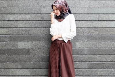 Yuk, Intip Padu Padan Celana Plisket untuk Hijabers yang Lagi Hits Banget di 2017 Ini!