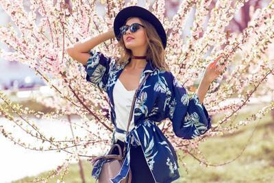 Ingin Tampil Kece dan Kekinian,  Yuk Ikuti Tips Stylish Padu Padan Outer Kimono dengan Rok
