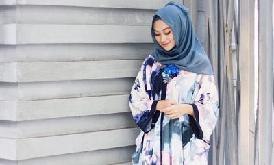 Psst, Ini Lho Cara Modis Memakai Kalung Sebagai Aksesoris Hijab Kamu!