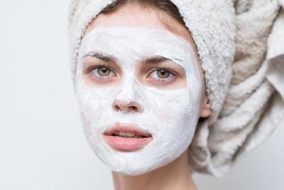 Ingin Maskeran di Rumah? Masker Oatmeal untuk Menghaluskan Kulit Wajah Ini Bisa Kamu Coba!