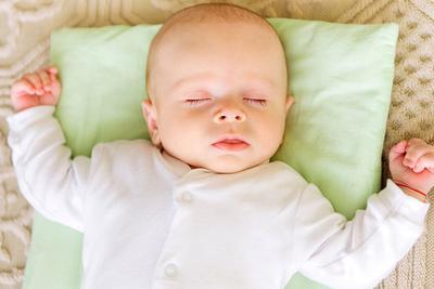 Mitos Memilih Bantal Bayi
