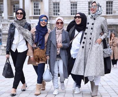 Anti Mati Gaya! Simak 4 Gaya Monokrom Hijab Desainer Indonesia Paling Catchy Ini!