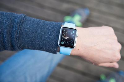 4 Tips Ini Bakal Berguna untuk Merawat Jam Tangan Karetmu Supaya Tetap Bersih!
