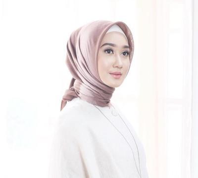 Ini Dia Gaya Hijab Simpel dan Super Rapi Ala Dian Pelangi!