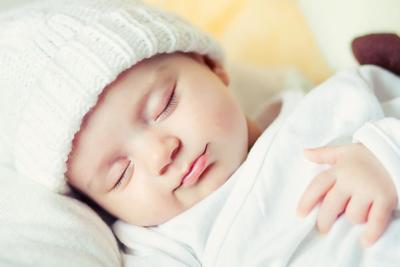 Moms, Begini Cara Tepat Menidurkan Bayi yang Penting untuk Kamu Ketahui!