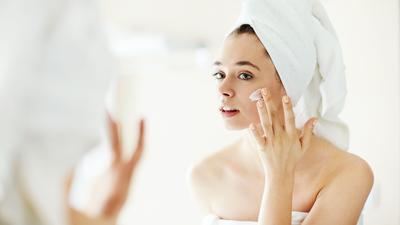 Ladies, gimana sih cara bedain skincare asli sama yang palsu?