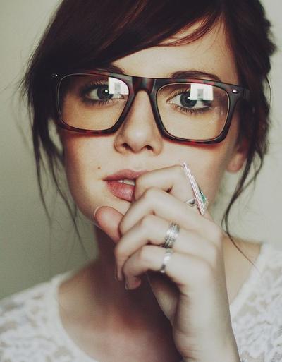 Ini Dia 4 Trik Memilih Kacamata yang Cocok untuk Kamu yang Berhidung Besar