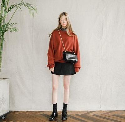 Menggemaskan! Tampil dengan Outfit Street Style Ala Korea Ini Sepertinya Bisa Kamu Coba