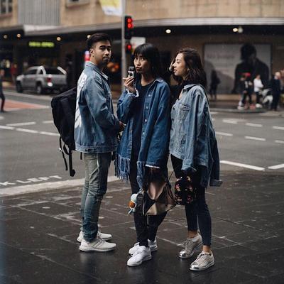 Saking Akrabnya, Para Artis Ini Jadi Punya Selera Fashion yang Sama untuk Foto Instagramnya!