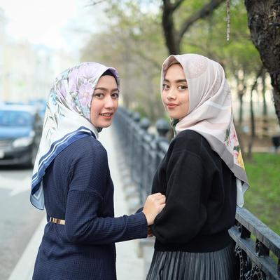 Deretan Kebiasaan yang Sering Wanita Lakukan Saat Bersama Sahabatnya dan Membuat Bahagia, Benarkah?