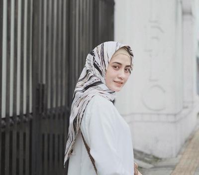 Padu Padan Hijab Warna Putih Yang Tepat Supaya Gaya Kamu Enggak