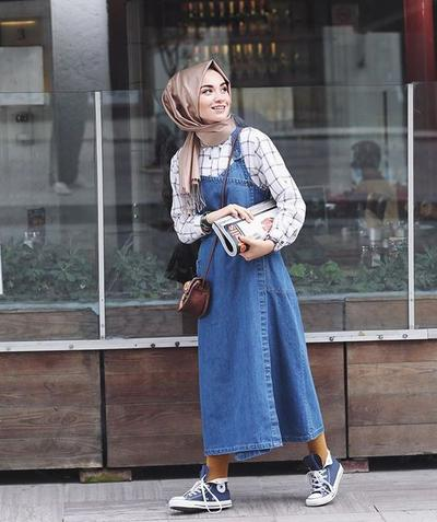Hijabers, Ini Dia Beberapa Style Hijab + Overall Dress yang Stylish