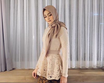 1. Hijab Segiempat Ikat Pita
