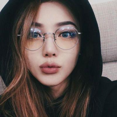 Model Kacamata Kekinian Ini Cocok Banget untuk Kamu yang Berponi ... ef4af8d460
