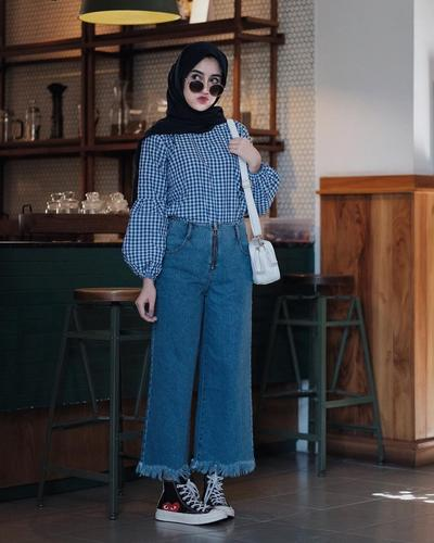 Square Pattern Shirt + High Waist Boyfriend Jeans
