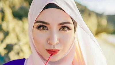 Hijabers, Ini Deretan Warna Lipstik dari Brand Lokal untuk Kamu Si Kulit Sawo Matang!