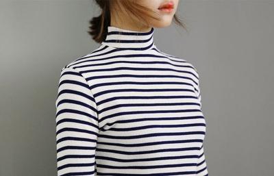 Simpan Dulu Kaos Polosmu, Yuk Tampil Modis dengan Striped Shirt yang Hits Ini!