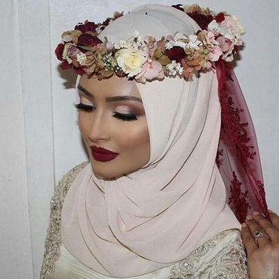 Crown Hijab VS Flower Crown Hijab, Lebih Pilih Mana untuk Acara Pernikahan?