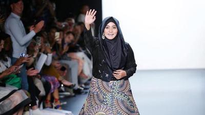 Mengejutkan, 5 Fakta Fashion Show Anniesa Hasibuan yang Mencengangkan!